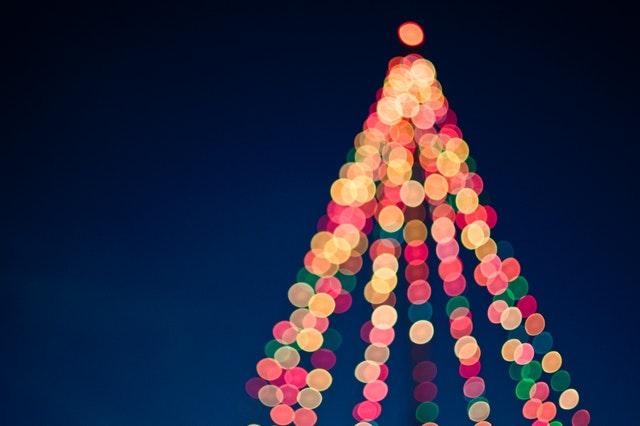 Na co zwrócić uwagę wybierając lampki świąteczne?